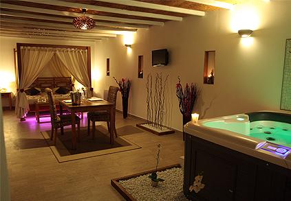 Hotel jacuzzi privatif lorraine belle chambre avec for Hotel romantique region parisienne