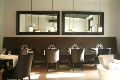 Restaurant romantique la maison dans le parc id es for Diner romantique a la maison